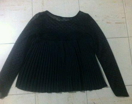 Camisa con transparencias y puntitos negros