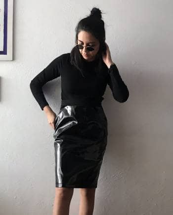 Falda negra plastificada