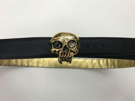 Cinturón con hebilla de calavera
