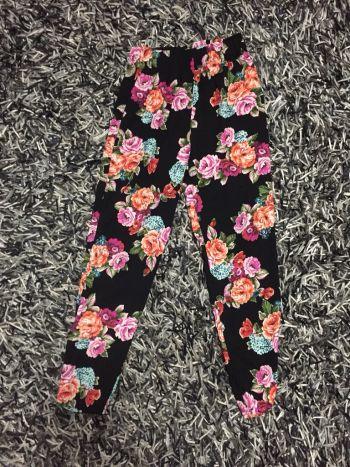 Pantalon suelto de flores