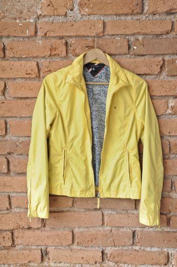 Chamarra color amarillo