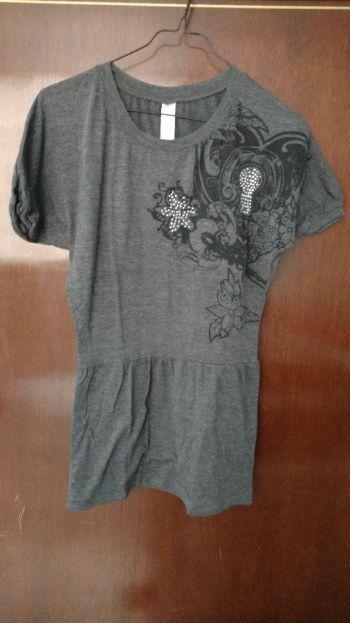Blusón gris con detalles plateados