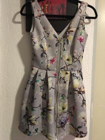 Mini vestido gris estampado