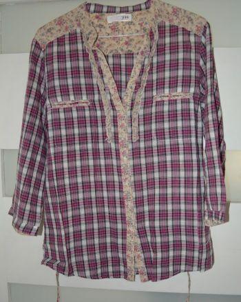 Camisa Cuadrada Con Detalles Floreados