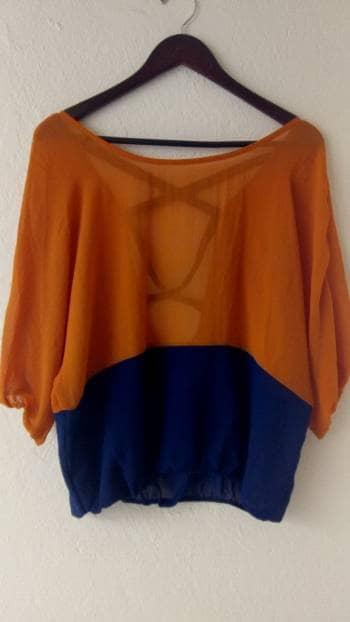 Blusa azul naranja