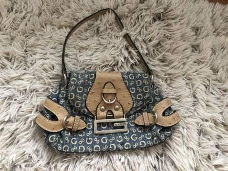 f633031a Bolsa mini guess azul tipo mezclilla - GoTrendier - 1029758