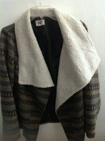 Abrigo corto y detalle lana
