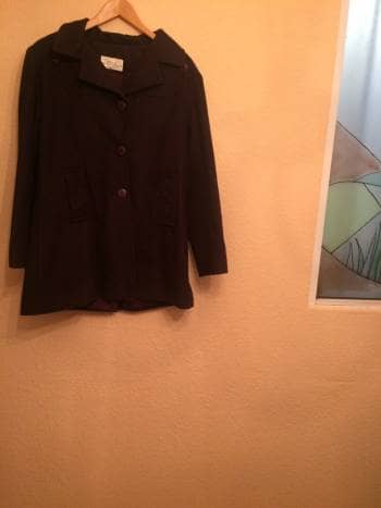 Abrigo corto con capucha desmontable