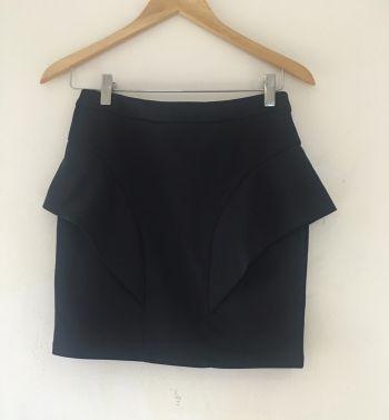 Falda con olanes negra