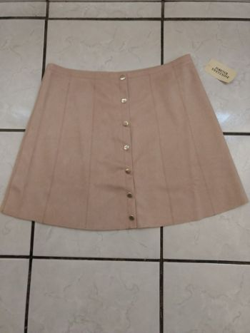 Falda de ante con botones rosa palo