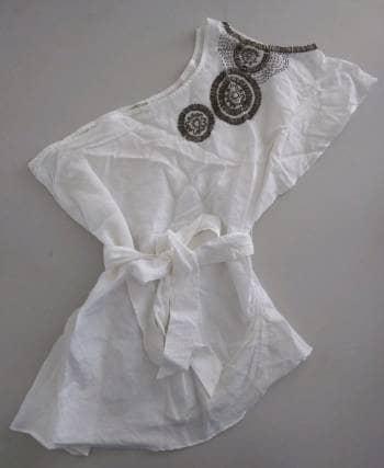 Blusa blanca un hombro