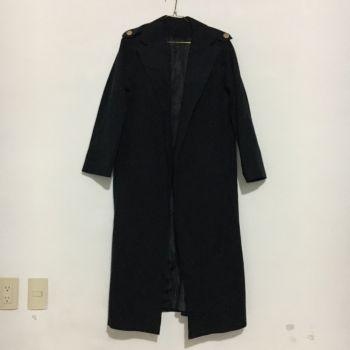 Abrigo negro ligero