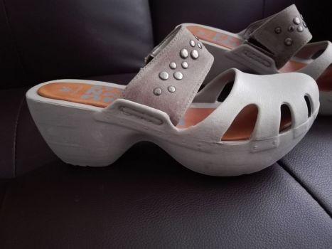 Sandalia de hule ripo crocs con diseño