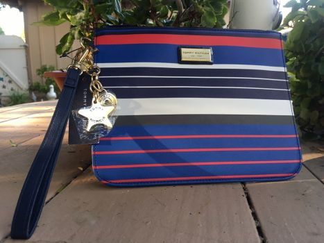 Cartera tipo clutch Tommy Hilfiger
