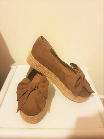 Zapatos de gamusa color camel