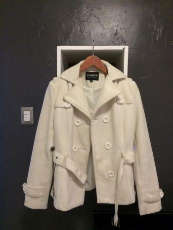 Abrigo corto color hueso