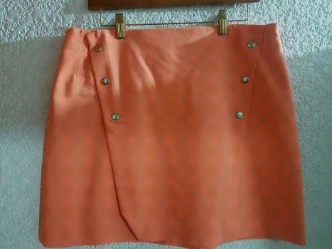 Falda Naranja y vestido mostaza.
