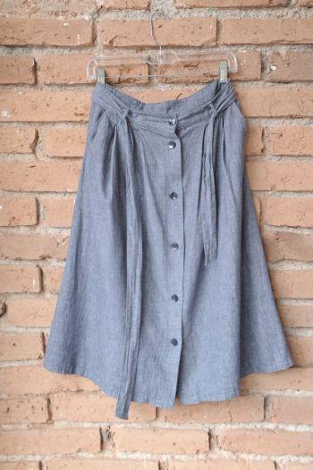 Falda midi de mezclilla con botones