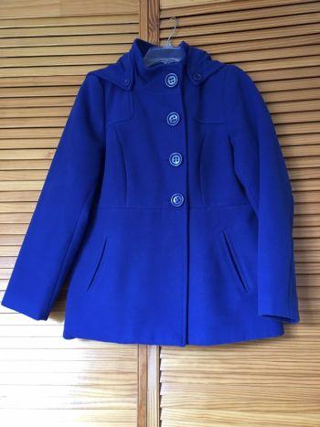 Abrigo corto con capucha