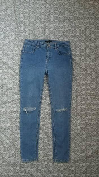 Jeans rotos de las rodillas