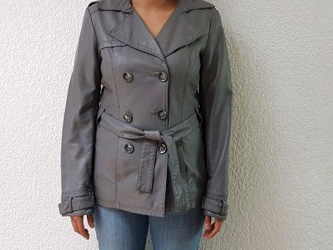 Abrigo impermeable gris