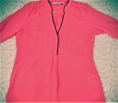 Camisa coral con borde negro