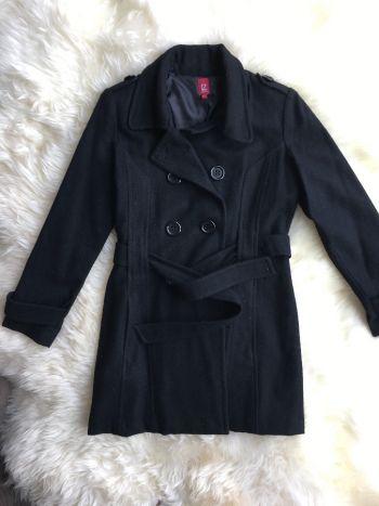 Abrigo negro con cinturón