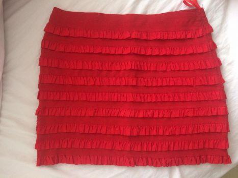 Falda roja con olanes