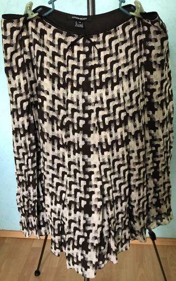 #024 Falda al tobillo y blusa morada